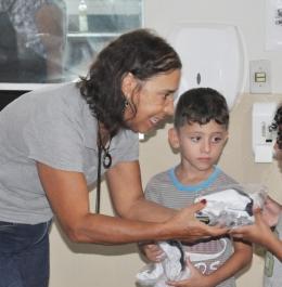 Alunos de escolas municipais de Araxá recebem Kits escolares