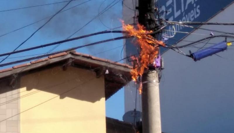 Fiação pega fogo no bairro Alvorada em Araxá
